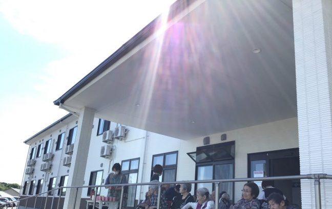 日光浴でパワー充電!!